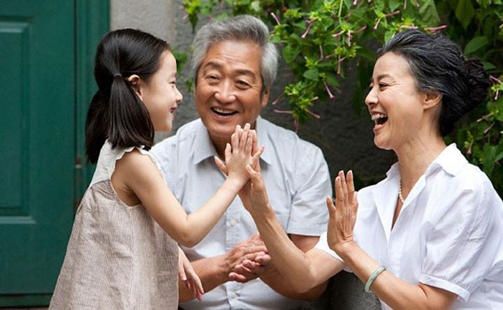 Sự quan tâm của gia đình là rất quan trọng với người già
